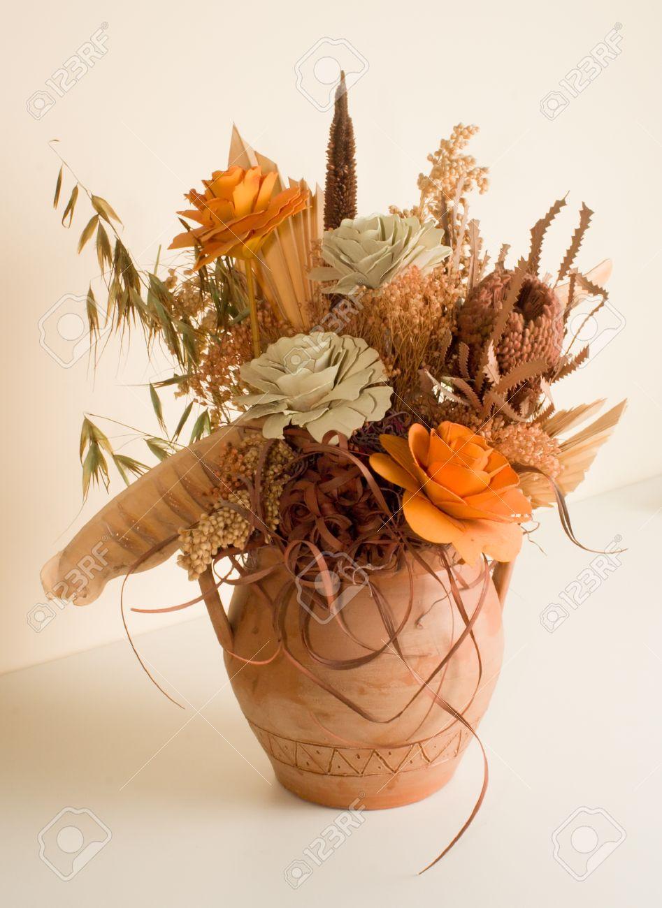 Composizioni Di Fiori Secchi.Immagini Stock Composizione Di Fiori Secchi In Vaso Di