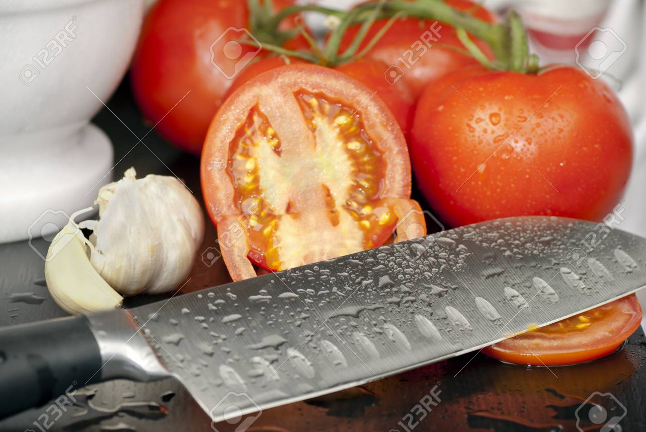 Knife with Sliced Tomatoes and Garlic - 8770927