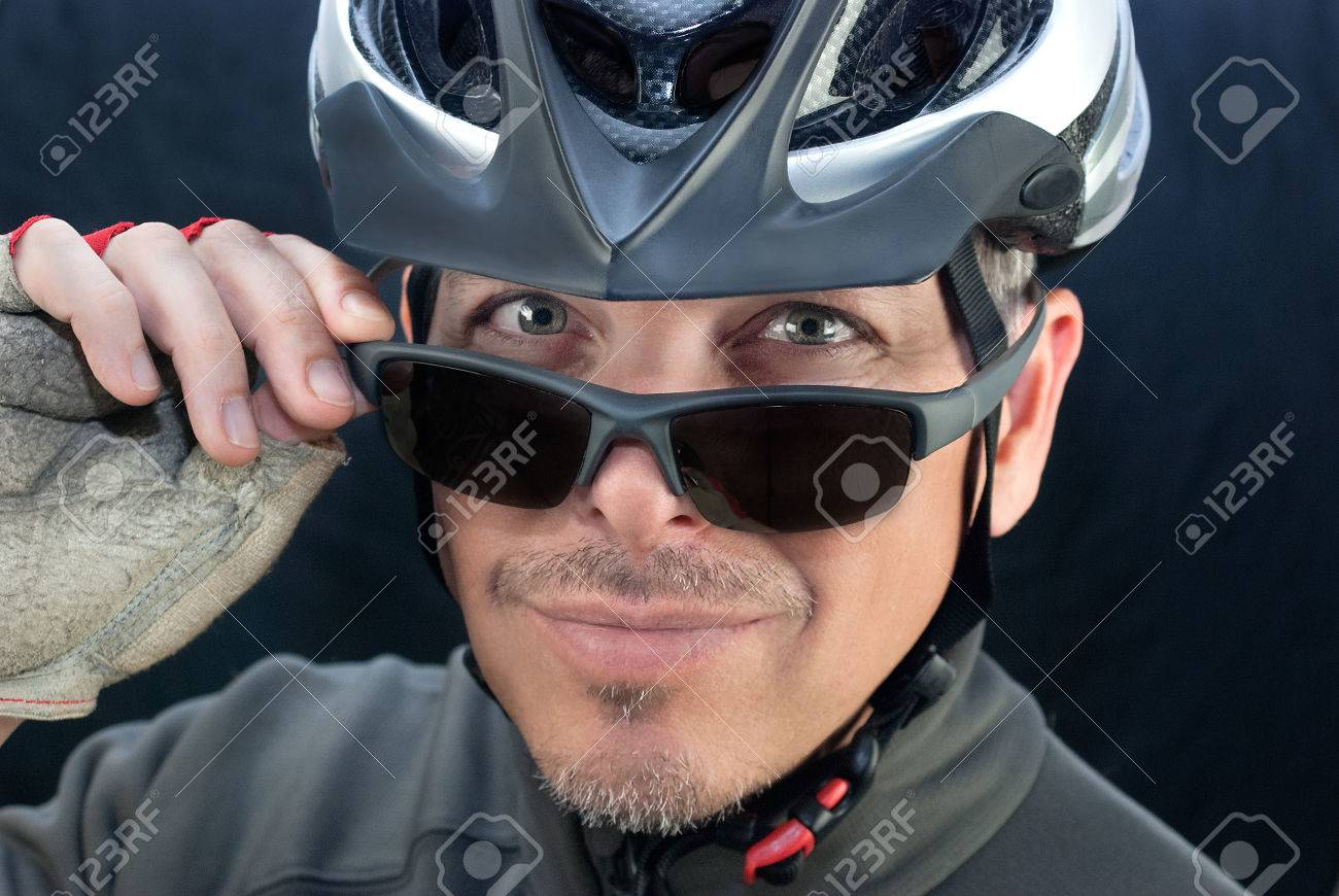 Close-up of friendly bicycle courierlooks over his sunglasses - 29349995