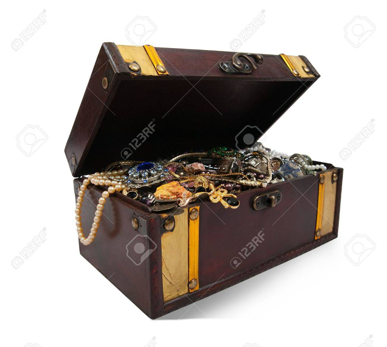 Wooden treasure chest with bijouterie Stock Photo - 5979516