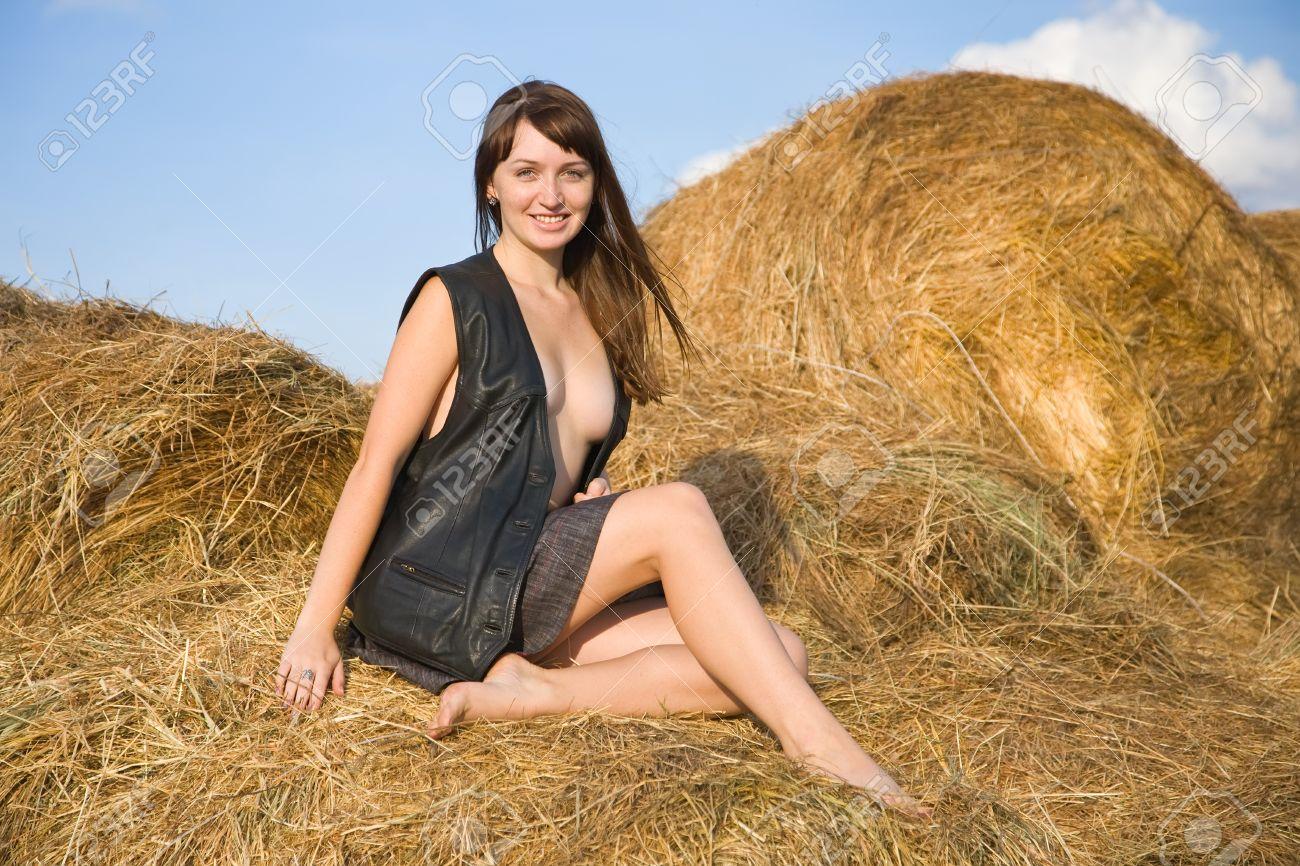 женщина за30 на сеновале