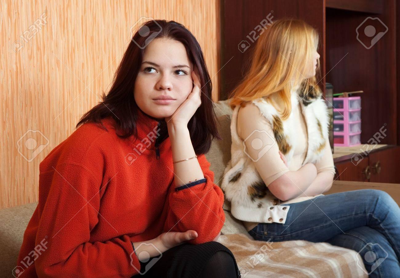 Фото девушек дома 17 фотография