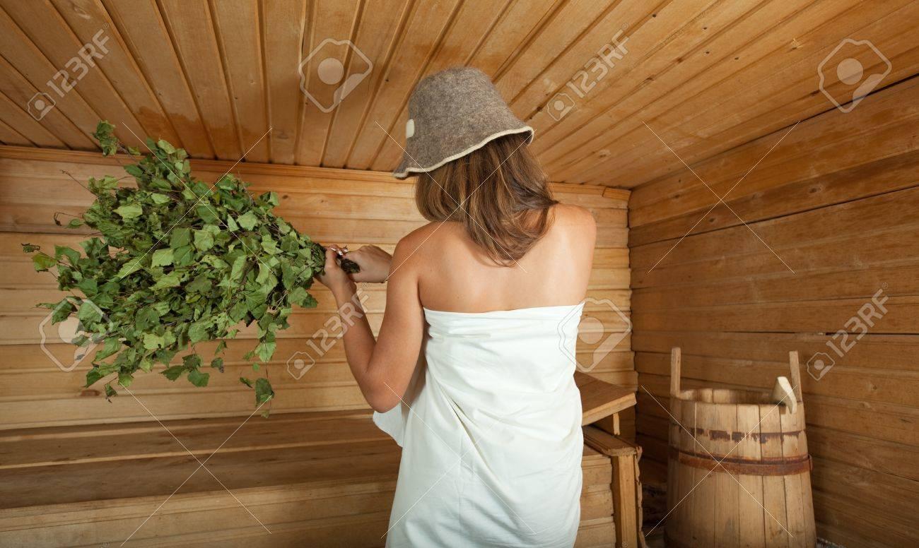 Фото в бани девушки с вениками фото 353-515