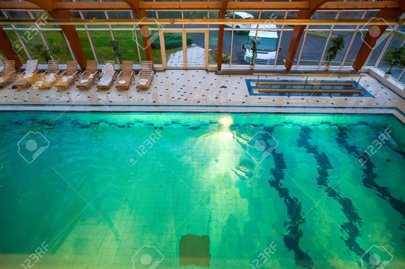 Indoor swimming pool luxus  Luxus-Swimming-Pool Im Wellness-Hotel Lizenzfreie Fotos, Bilder ...
