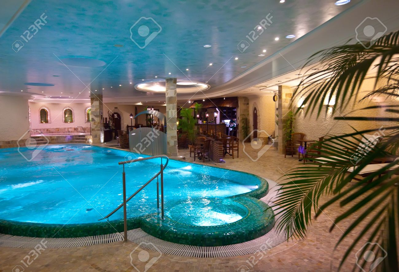 Indoor swimming pool luxus  Indoor Swimming Pool Lizenzfreie Vektorgrafiken Kaufen: 123RF