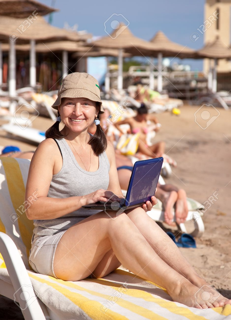Фото женщин пожилых на пляже