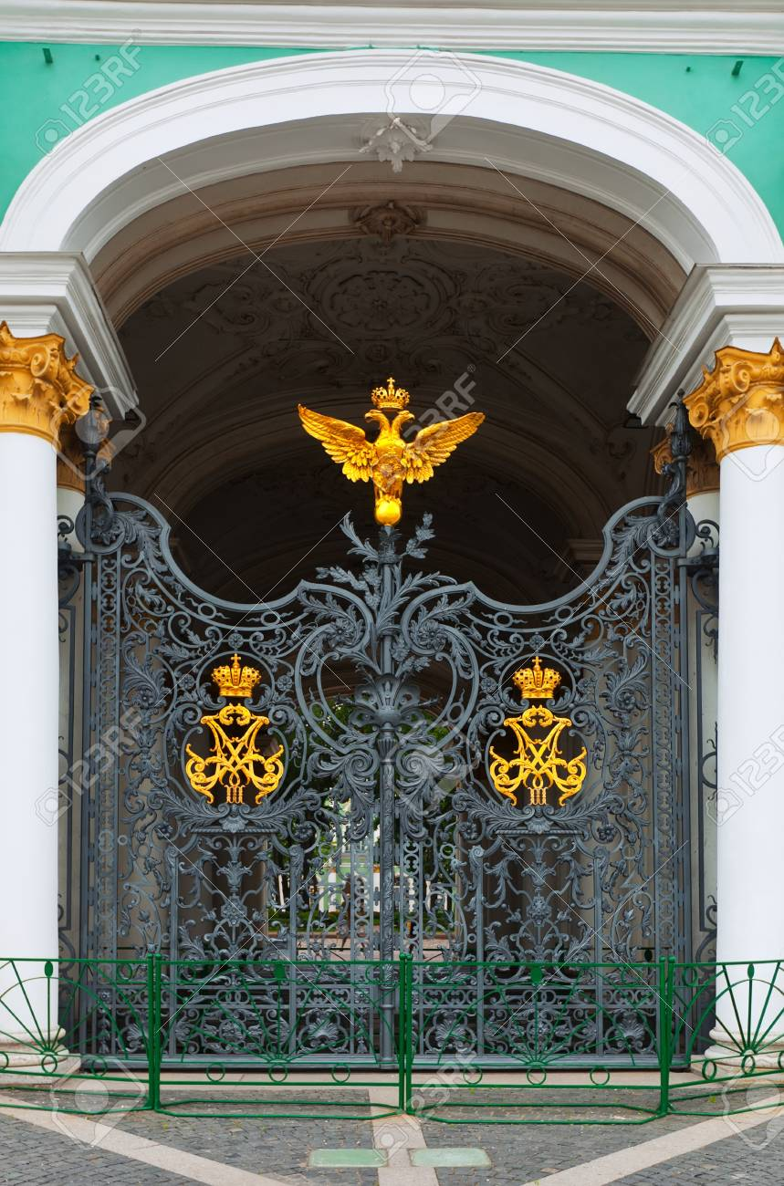 Gate of Winter Palace in Saint Petersburg Stock Photo - 17031468