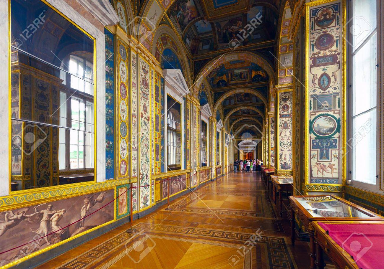ST.PETERSBURG, RUSSIA - AUGUST 1: Interior of Winter Palace in August 1, 2012 in St.Petersburg, Russia. State Hermitage was founded in 1764. Now it is largest in Russia and one of largest art museums Stock Photo - 16285857