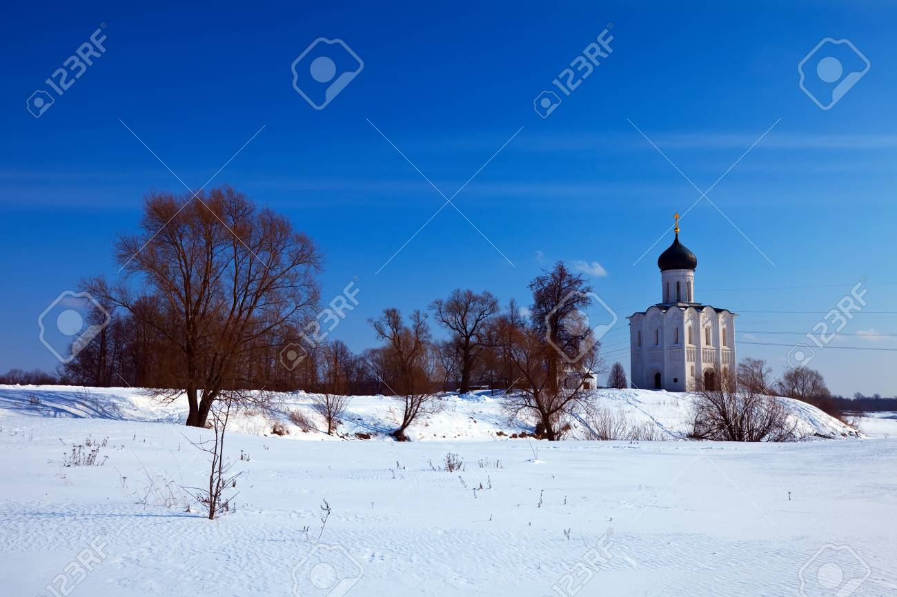 Church of the Intercession on the River Nerl in winter. Russia Stock Photo - 16925633