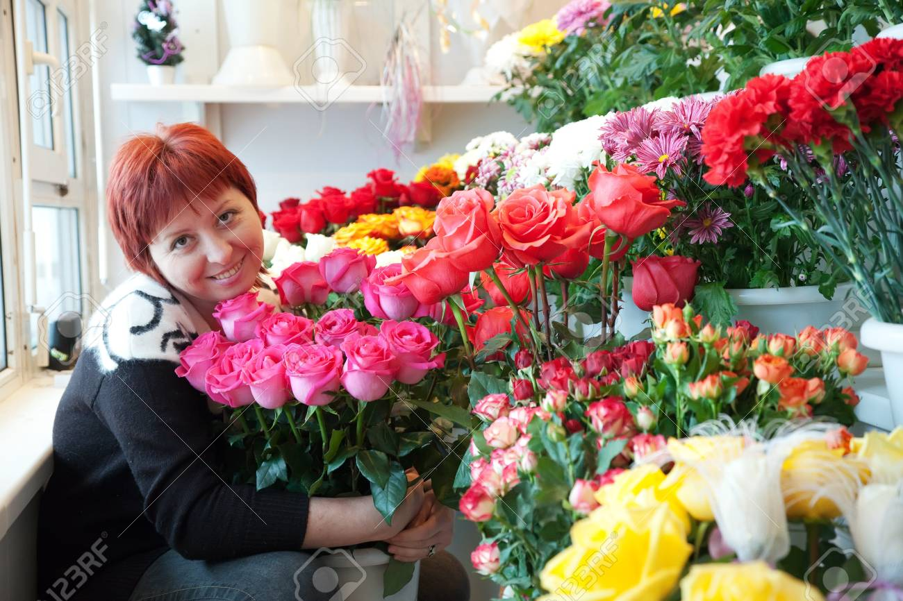 Female florist in her small  flower shop Stock Photo - 17058447