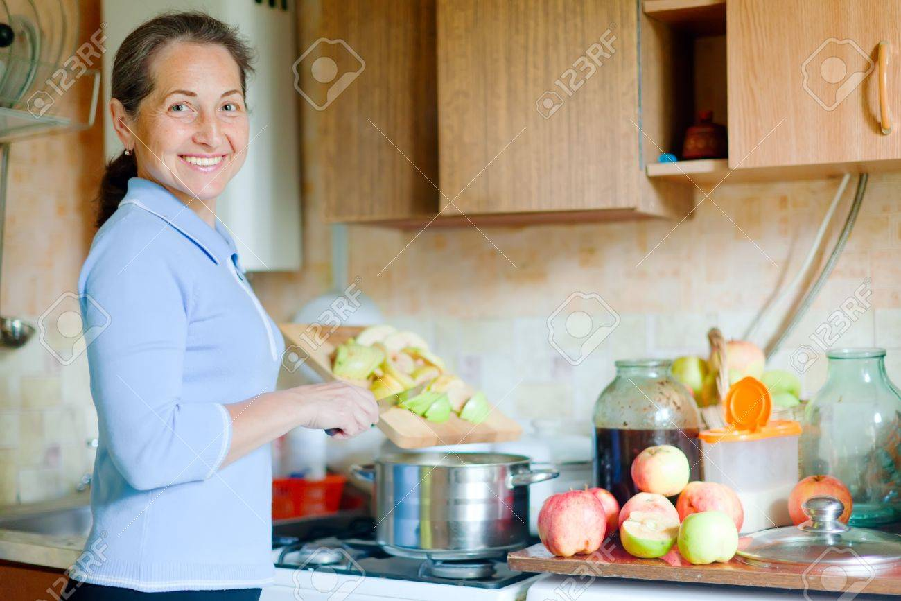 Со зрелой на кухне фото 2 фотография