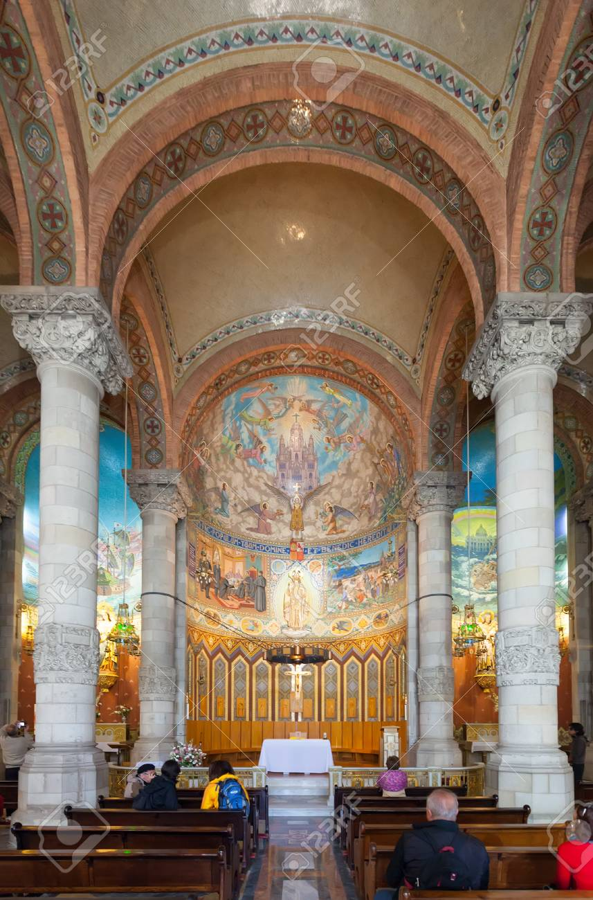 BARCELONA, SPAIN - MAY 18: Interior of Church of the Sacred Heart of Jesus in May 18, 2013 in Barcelona, Spain. Сonstruction of temple dedicated to the Sacred Heart, lasted from 1902 to 1961 Stock Photo - 23156934