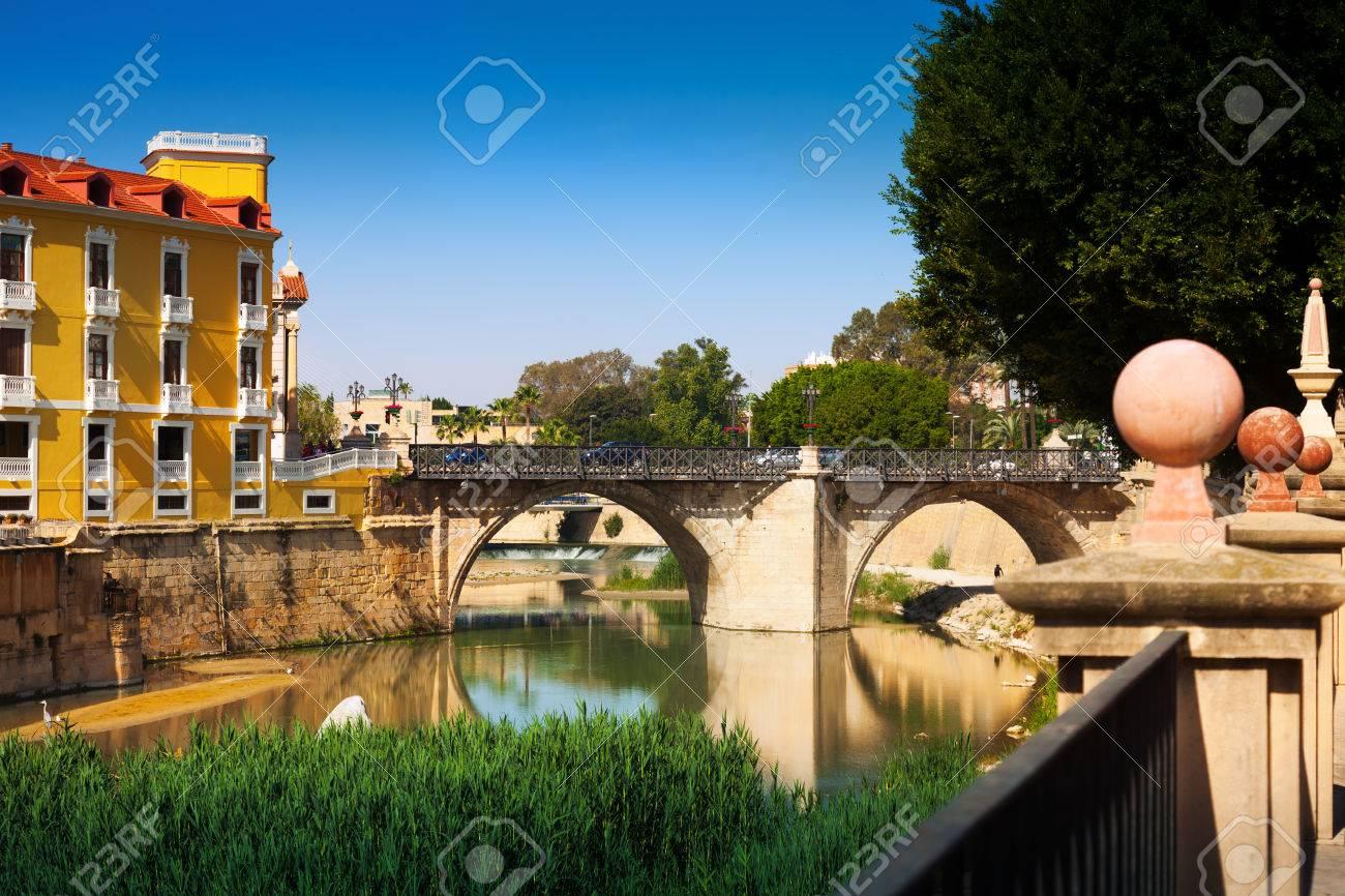 スペイン、ムルシアのセグラ川に...