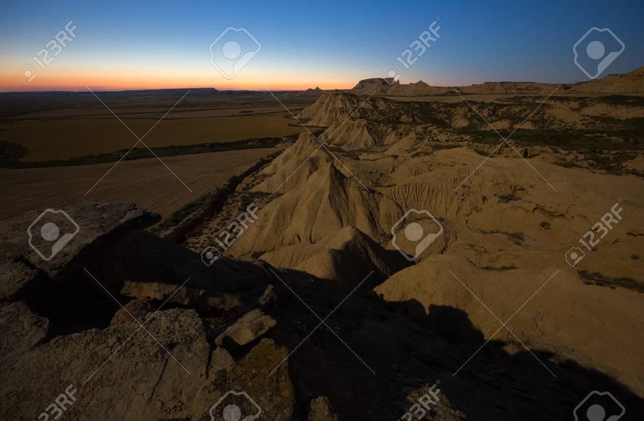 Paisaje Del Desierto De Las Bardenas Reales Parque Natural En Noche