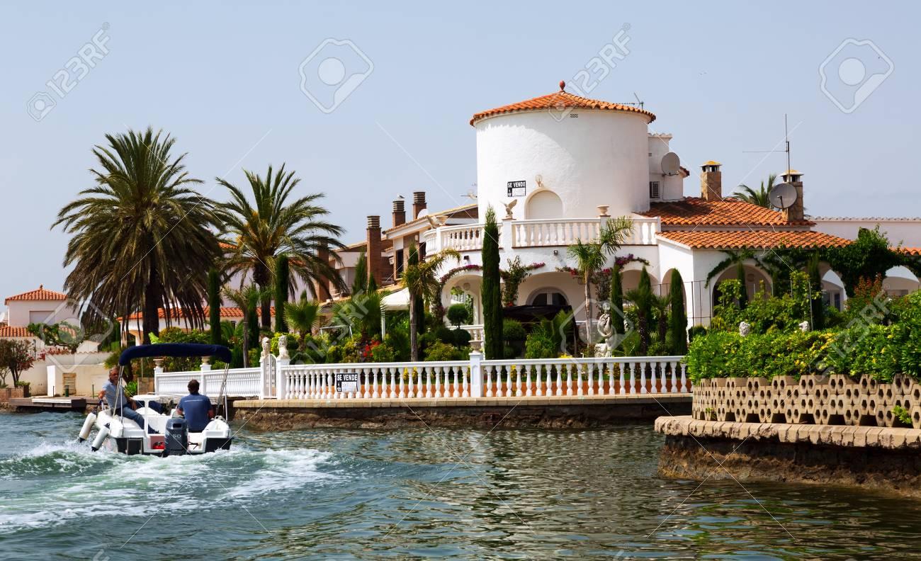 EMPURIABRAVA, SPAIN   MAY 14, 2015: Luxury Homes At Residential Marina.  Empuriabrava