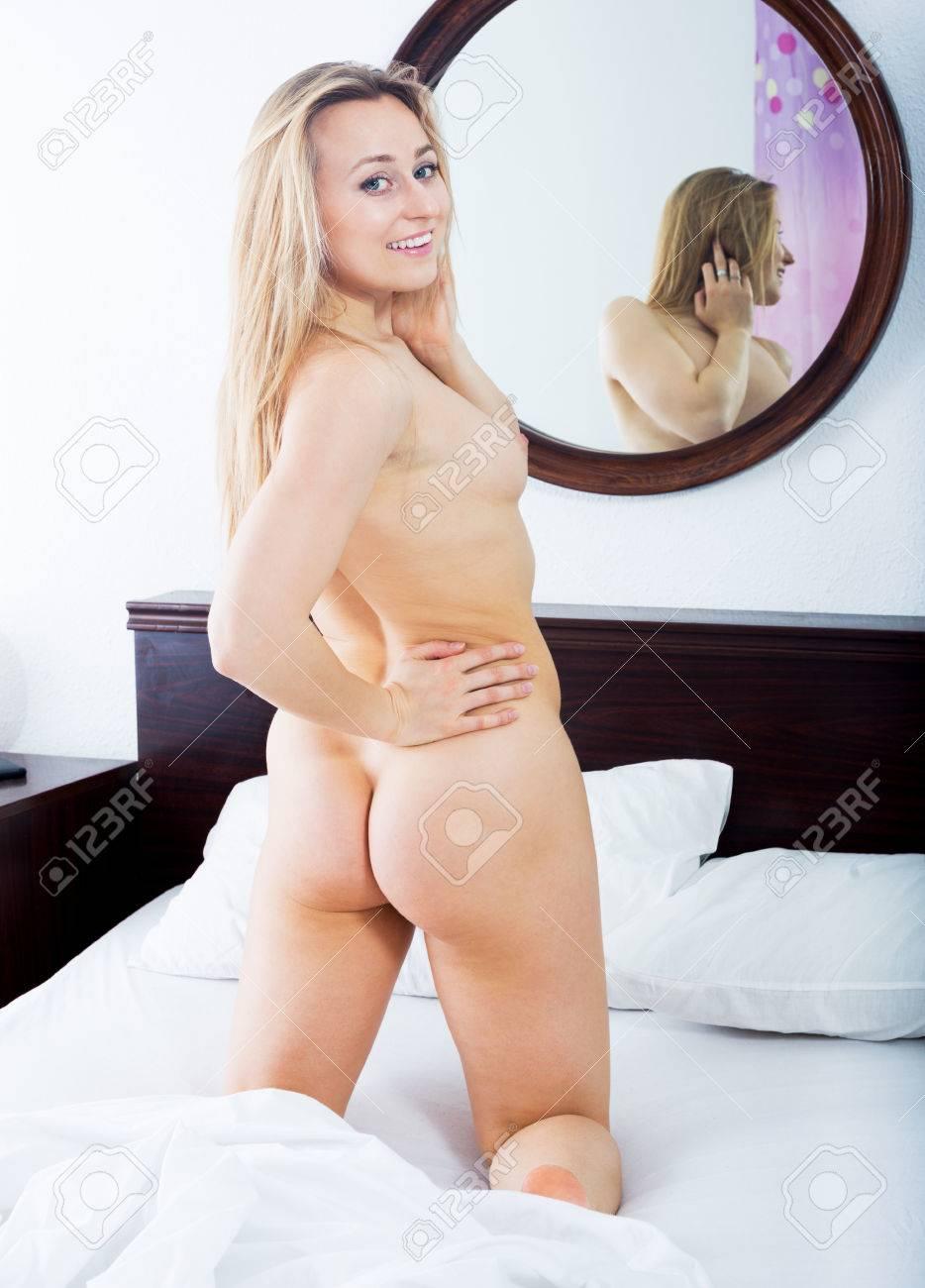 Jeune fille sexy nue