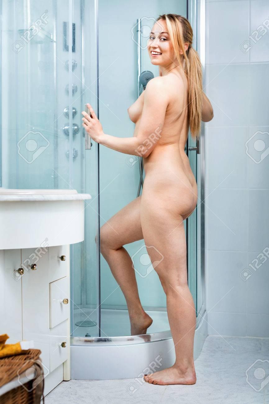 Frauen im badezimmer nackt