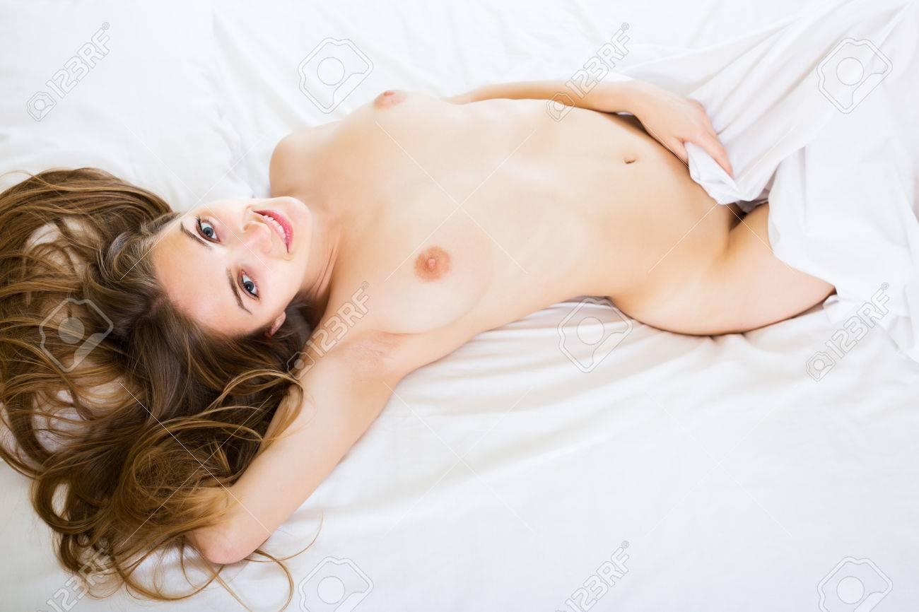 Verlockende Heiße Frau Mit Dem Langen Haar, Das Nackt Im ...