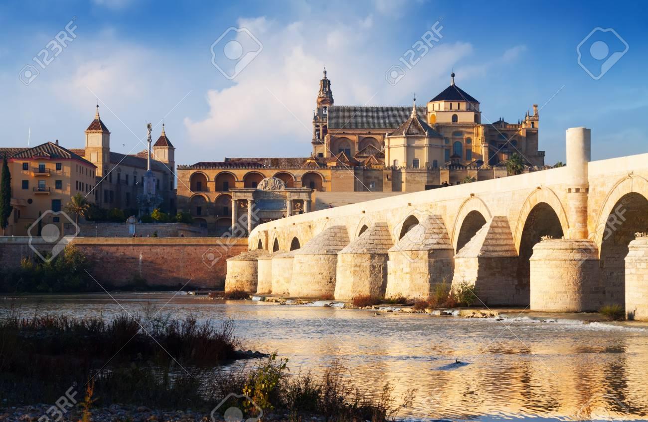 La Mosquee Cathedrale De Cordoue Et Le Pont Romain Cordoue Espagne
