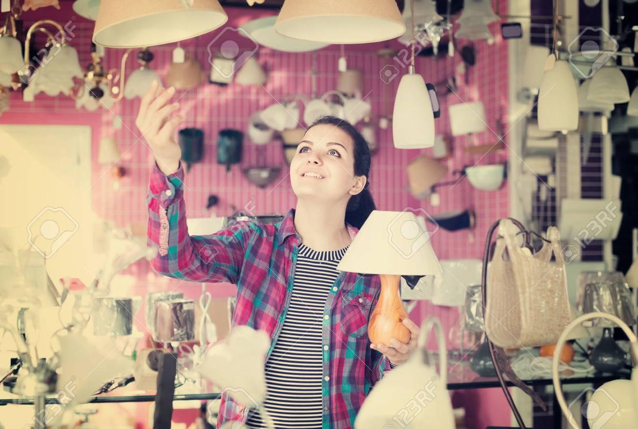 Junge Spanische Mädchen In Feuerzeug Shop Wahl Modernen Glas Kronleuchter  Für Haus Interieur Standard