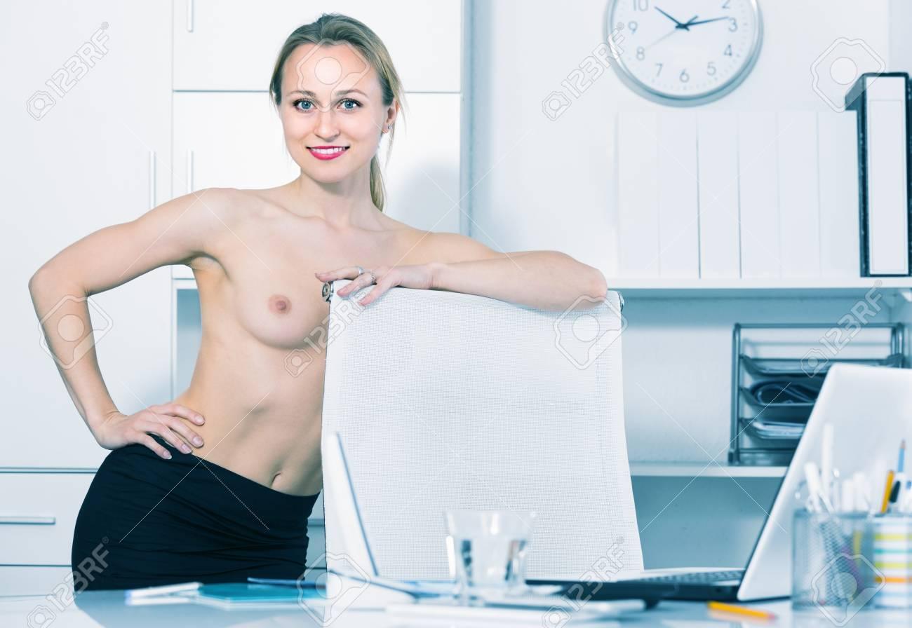 Am frau arbeiten nackt German milf