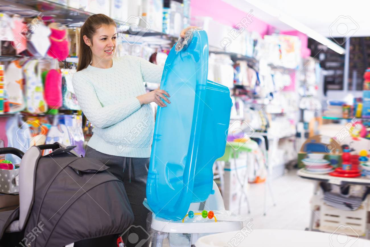 Young Woman Is Awating For Baby And Choosing Bath In The Shop Stock ...