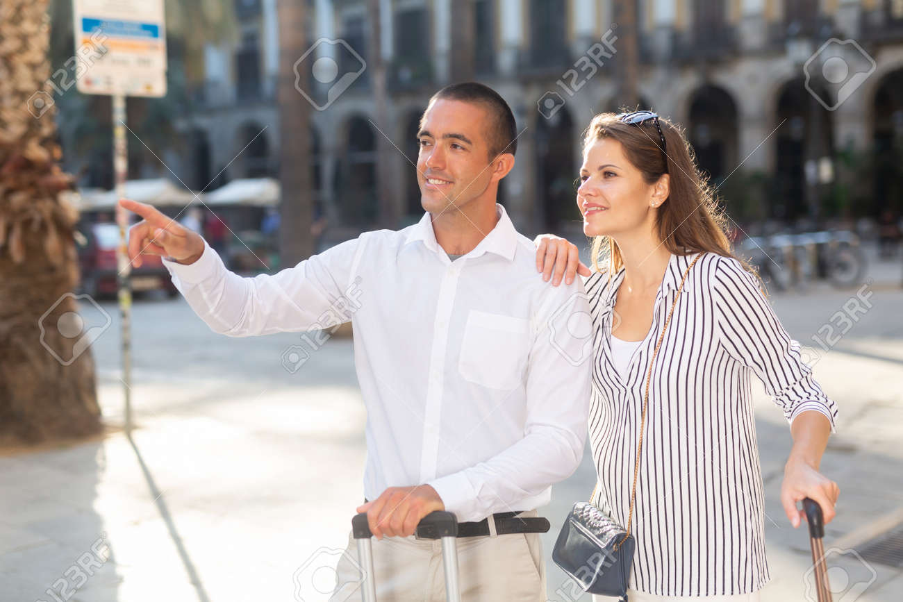 Couple of tourists admiring city views while traveling - 158059780