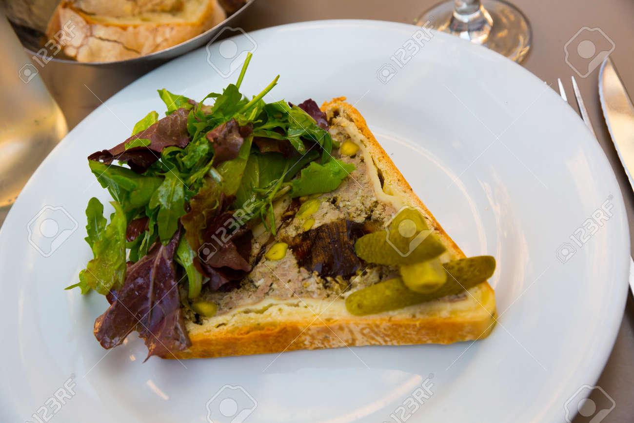 Delicious Pate en croute maison - 171940903