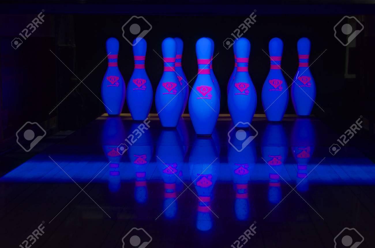 Bowling pin Glow - 59370299