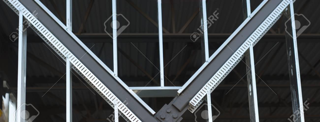 Estructura De Vigas De Metal En El Sitio De Construcción ...