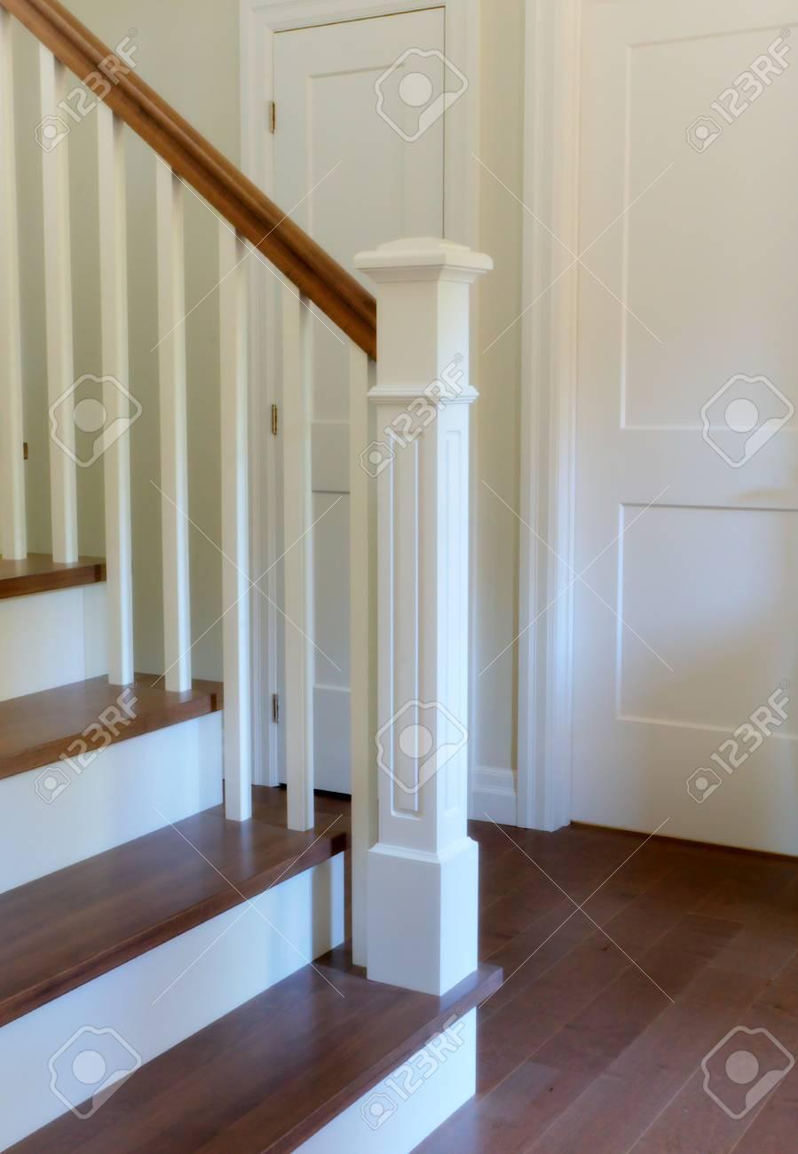 Escalier Intérieur Classique Style Bois Escalier Moderne Banque D ...