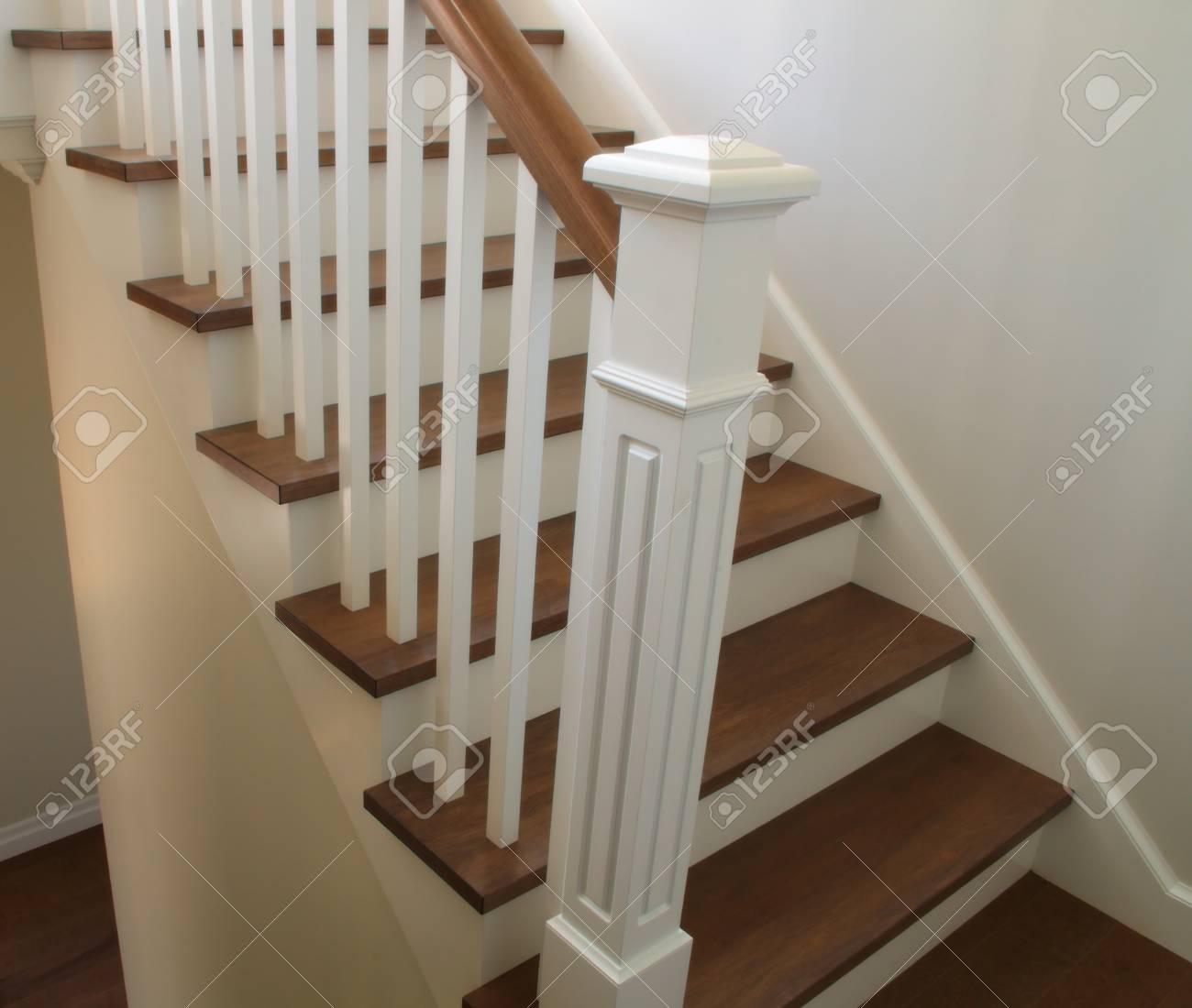 Escalier intérieur classique style bois escalier moderne