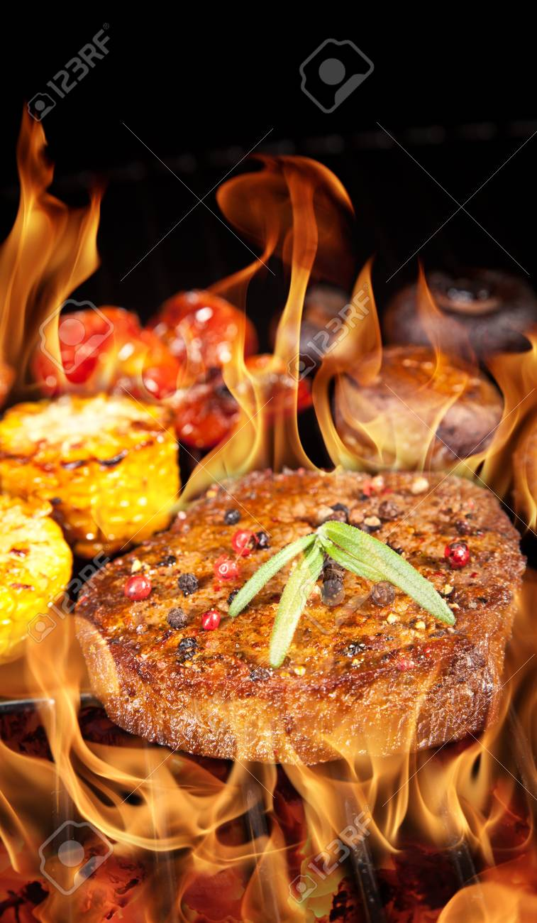 Delicious beef steak on grill Stock Photo - 14815696