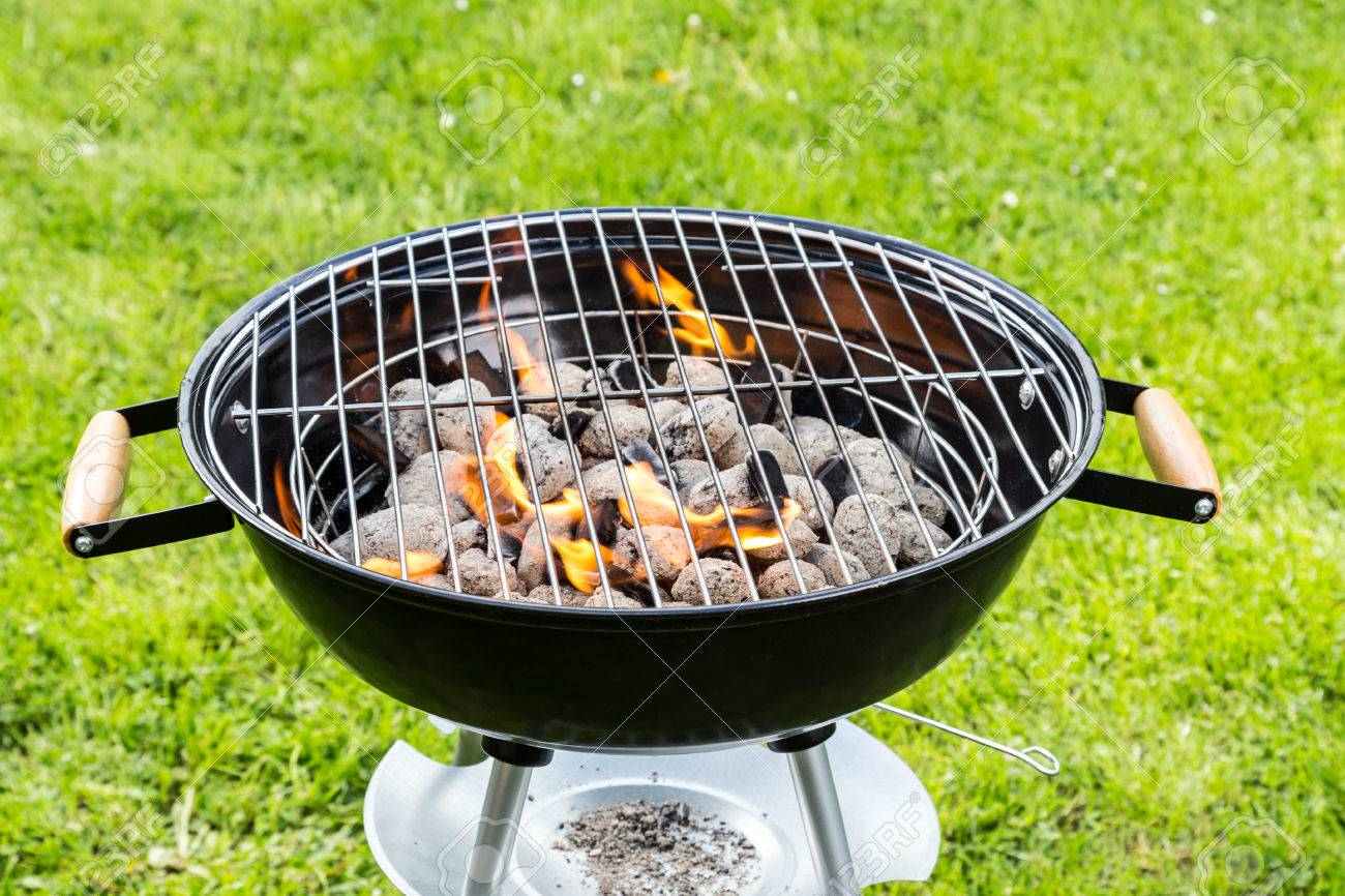 40231141-empty-grill-with-fire.jpg