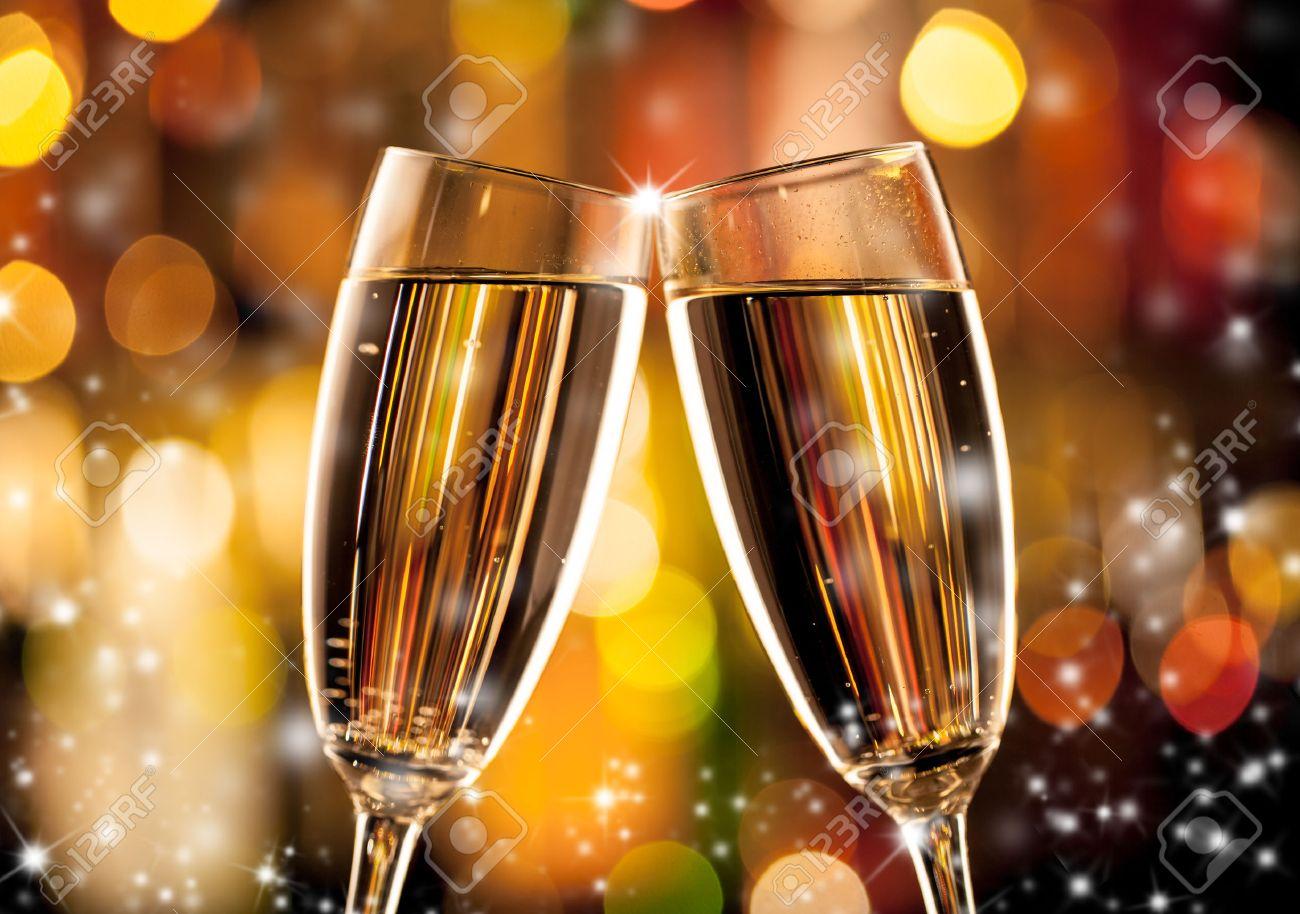 Gläser Champagner In Urlaubseinstellung, Serviert Auf Bartheke ...