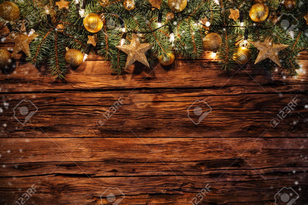 Assi Di Legno Decorate : Decorazioni di natale con rami di abete su tavole di legno