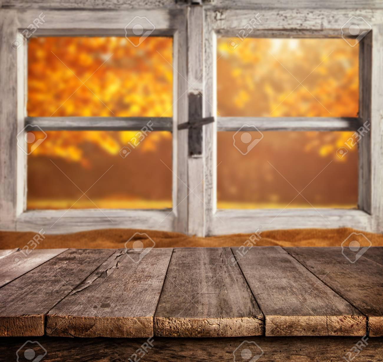 Herbst-Stillleben Mit Leeren Hölzernen Planken Planken, Vor ...