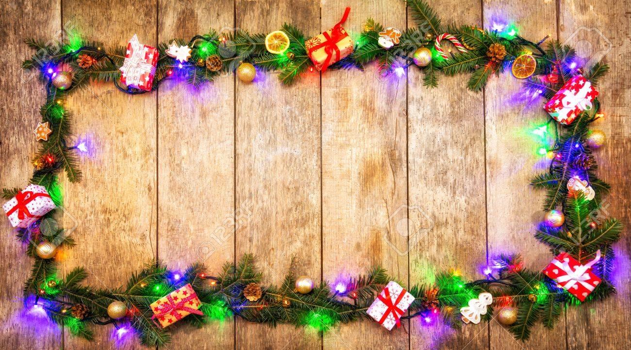 Couleur Des Lumières De Noël à La Décoration Du Sapin Placé Sur Le