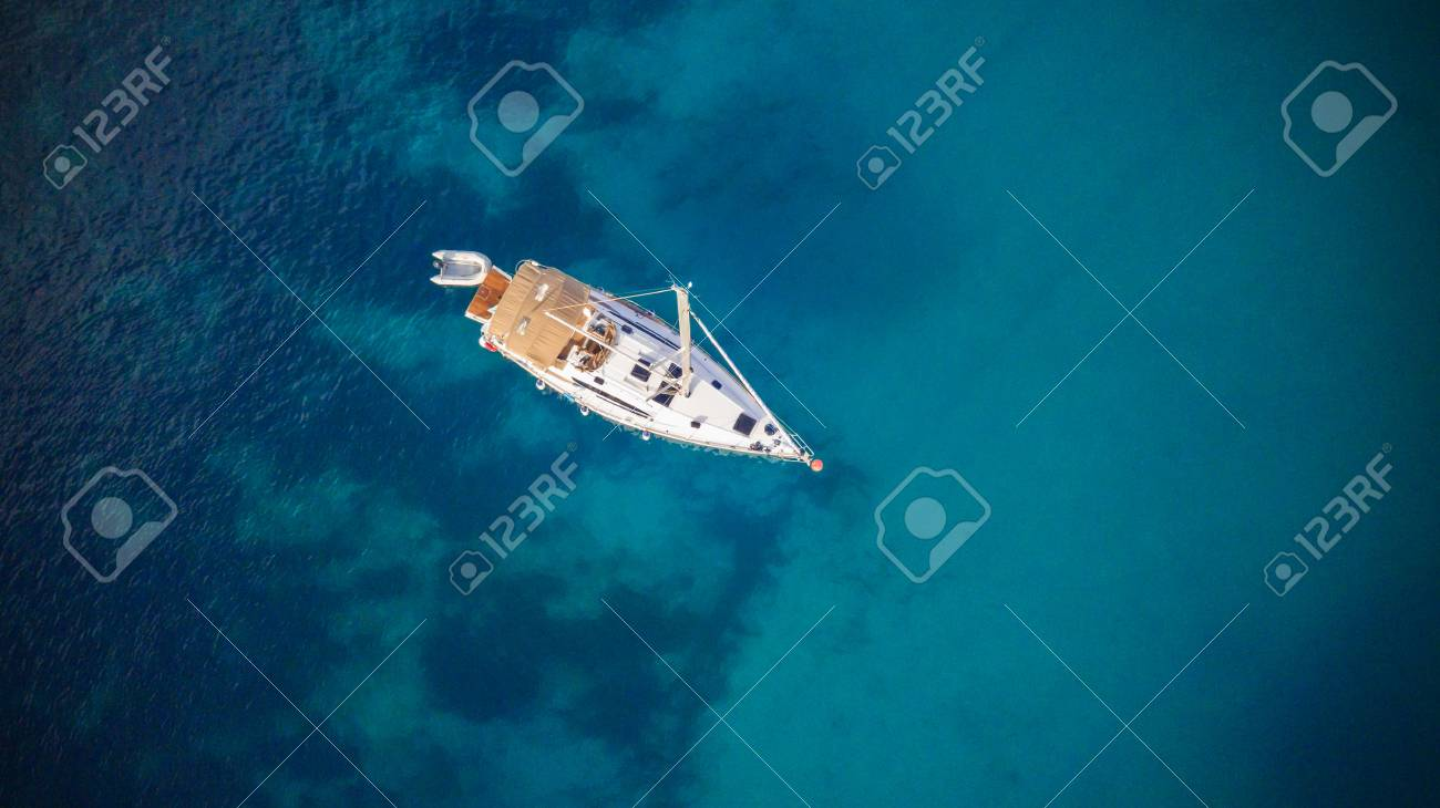 Aerial view of sailling boat. Outdoor water sports, yachting. - 101280223