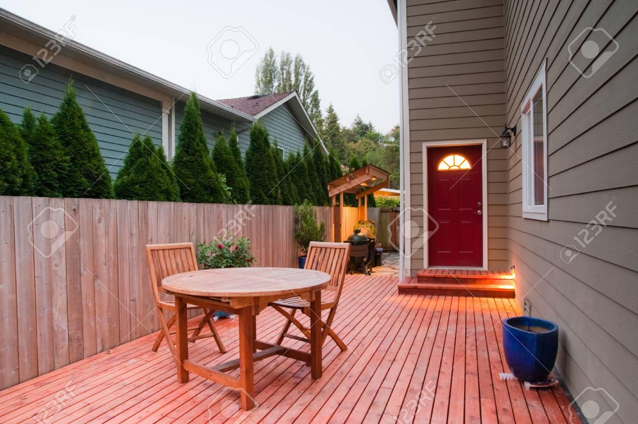 Deck of an urban house - 47649697