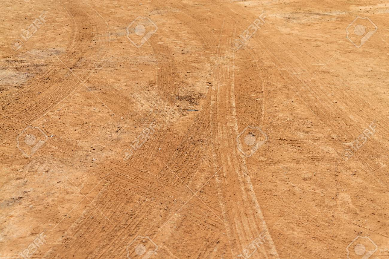 Wheel tracks on country road Stock Photo - 18946780