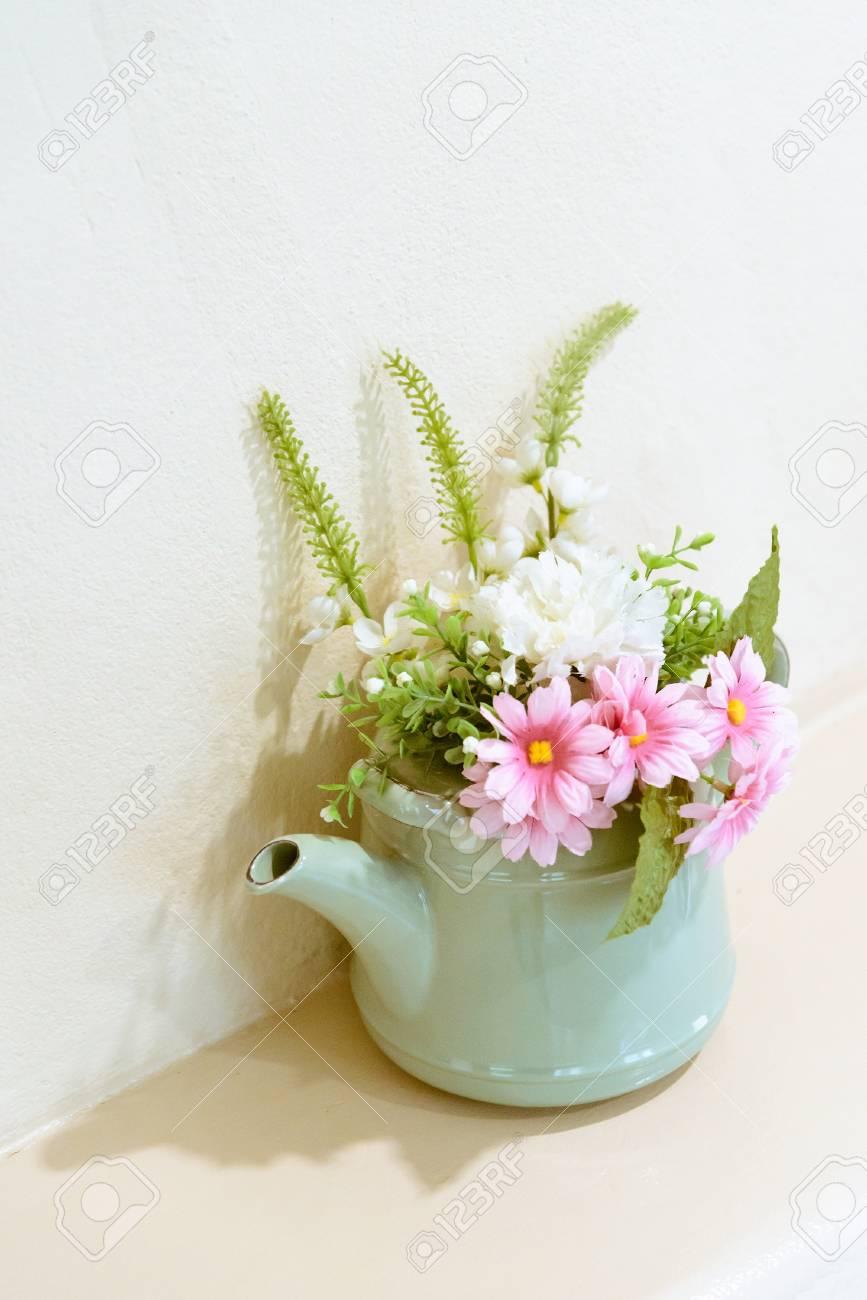 Vintage Fleur Artificielle Sur Ton Pot Interieur De La Maison