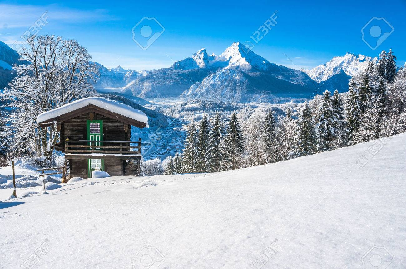 Beautiful mountain landscape in the Bavarian Alps with village of Berchtesgaden and Watzmann massif in the background at sunrise, Nationalpark Berchtesgadener Land, Bavaria, Germany - 44495232
