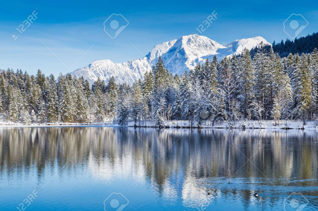 Idyllic winter wonderland with crystal clear mountain lake in the Alps on a cold sunny day - 49066467