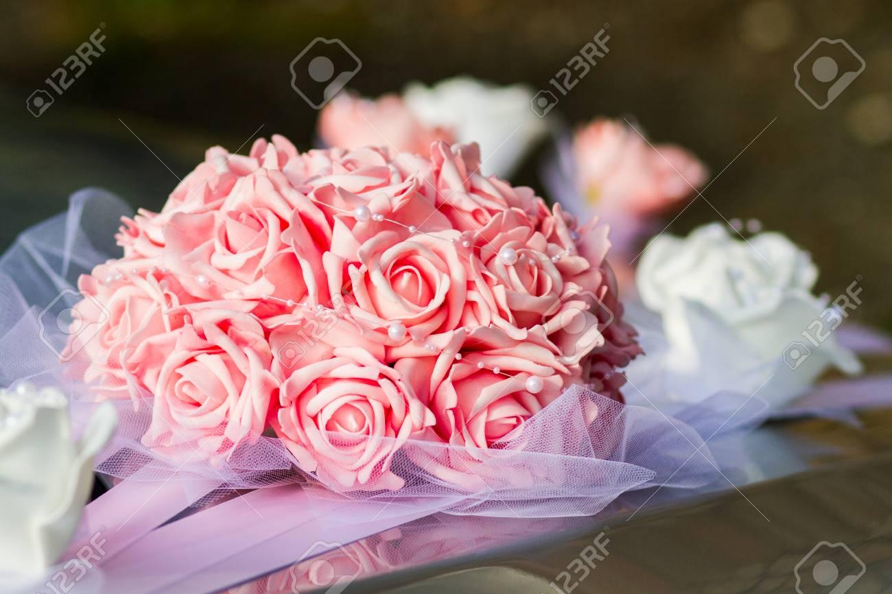 Rosa Und Weisse Hochzeitsstrauss Lizenzfreie Fotos Bilder Und Stock