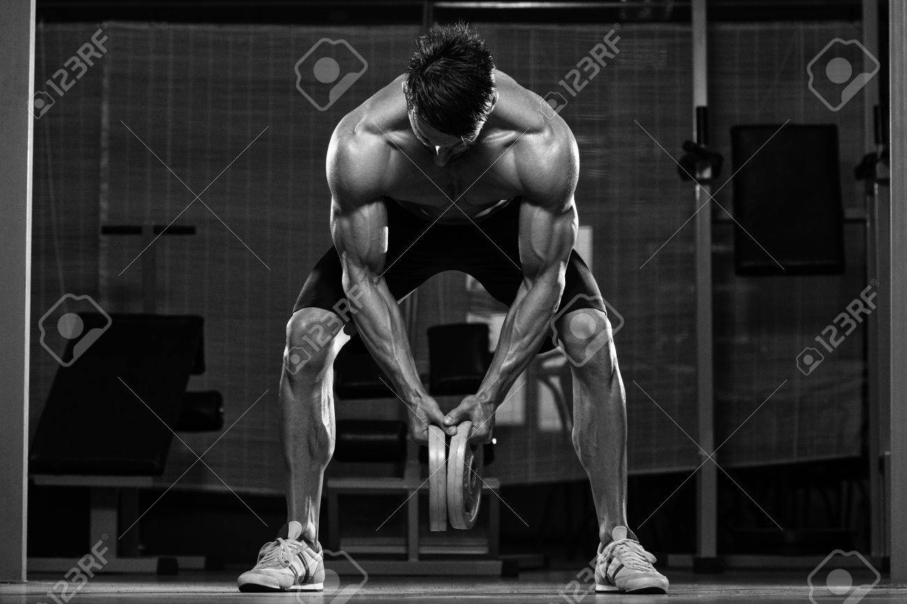 Male Fitness Athlete Doing Heavy Weight Exercise For Back Stock Photo - 34115591