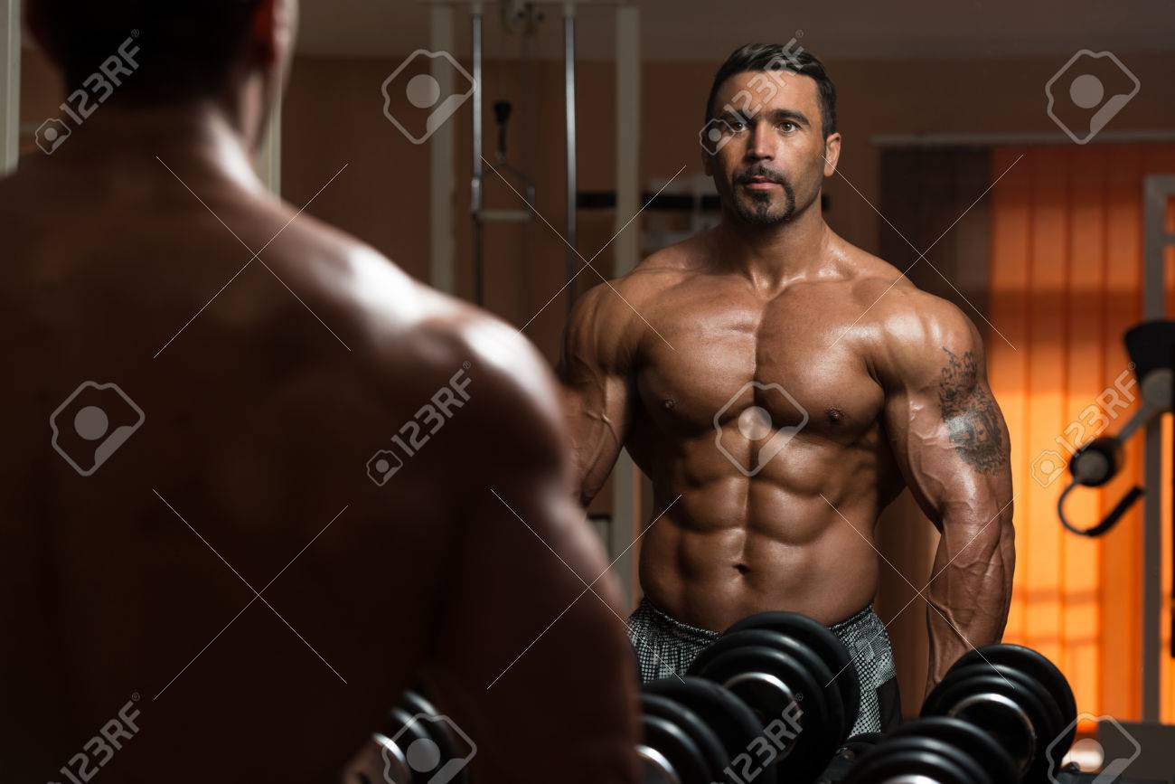 Latin Bodybuilder Working Out Biceps - Dumbbell Concentration Curls Stock Photo - 35999966