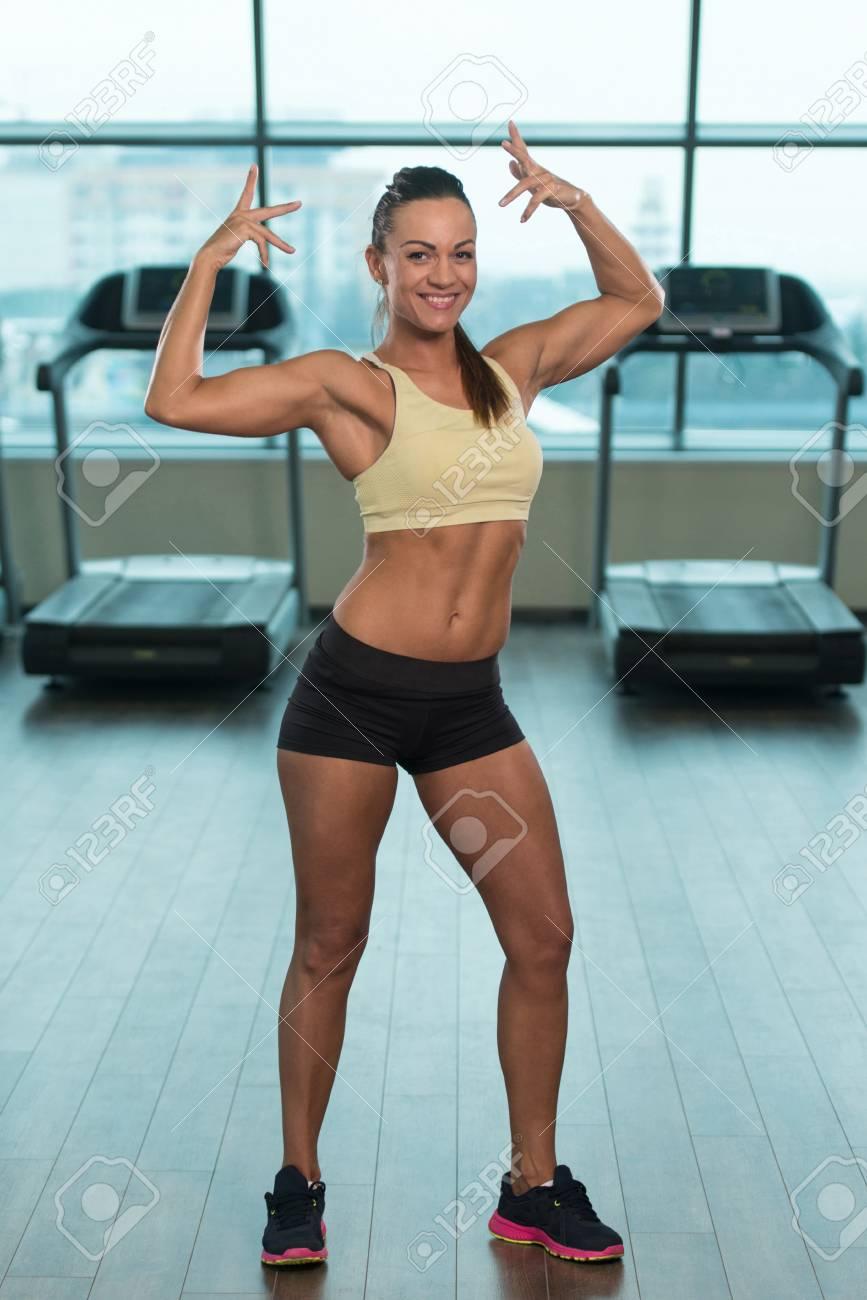 Frau trainierter körper Lange keinen