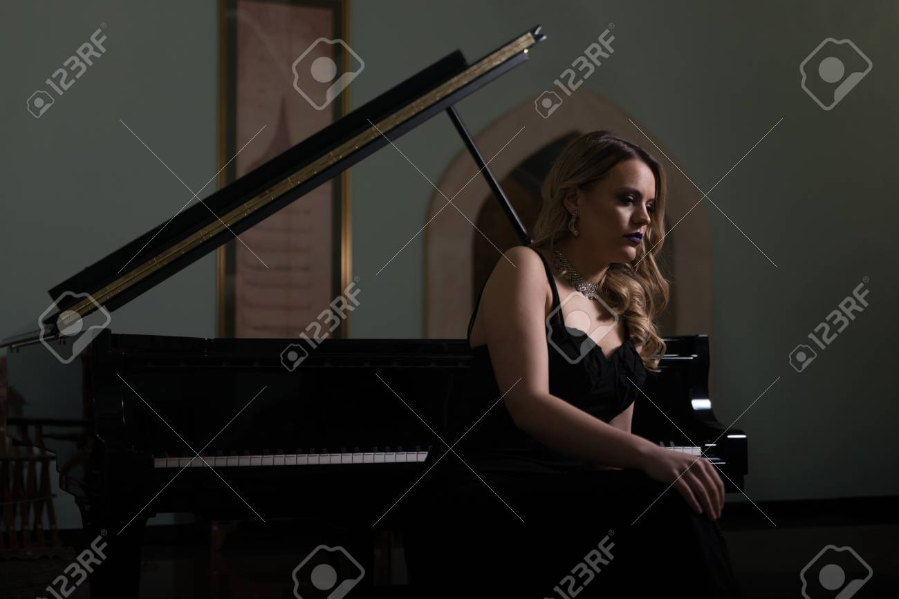 Piano Playing Pianist Concert - Classical Music Musician Player