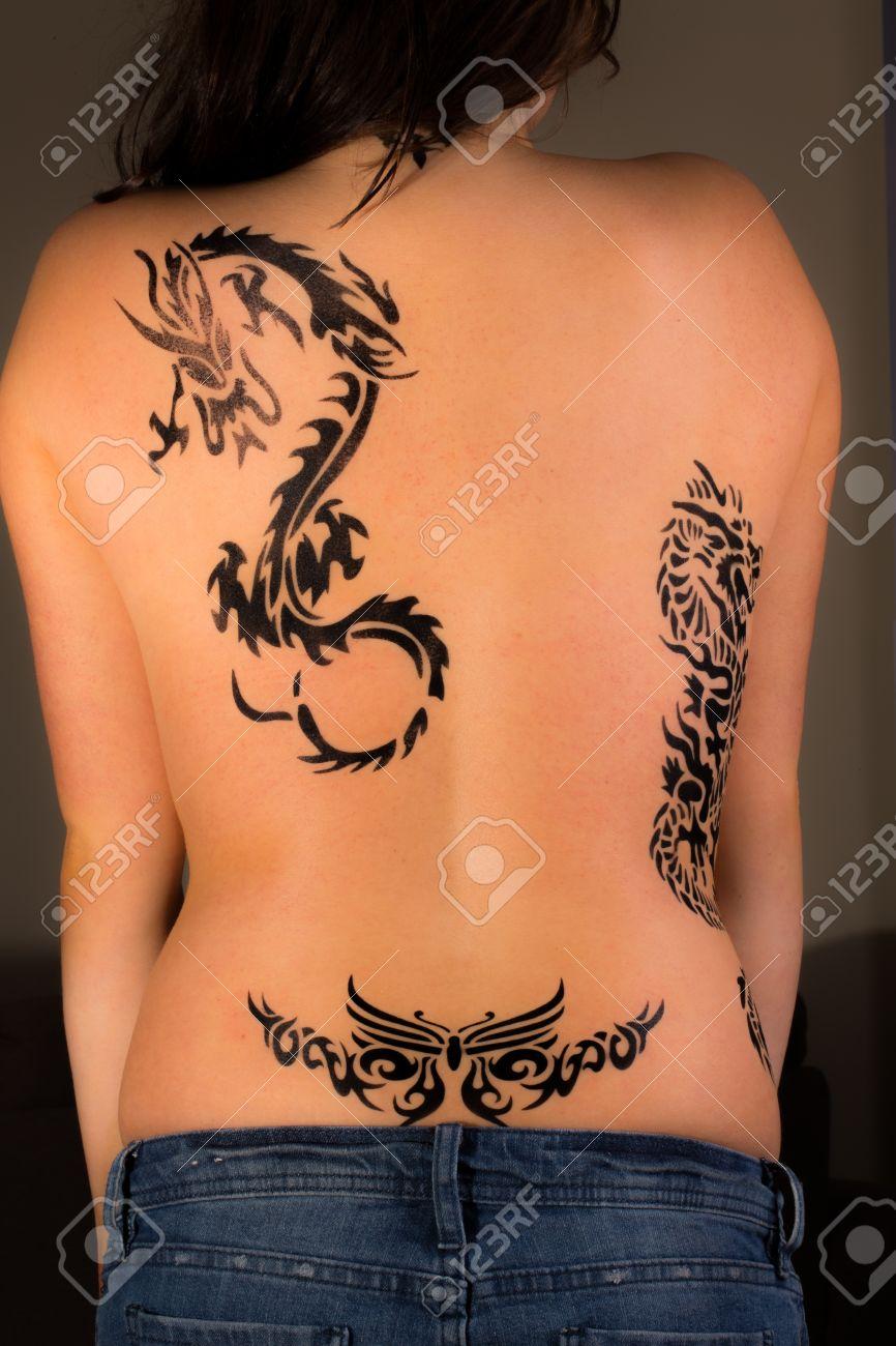 Дракон тату на пояснице у девушки